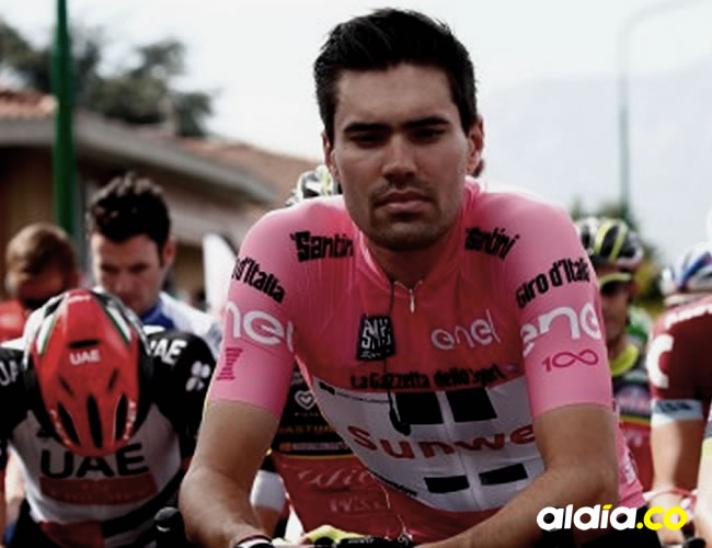 El actual líder del Giro de Italia debió atender una emergencia estomacal | EFE
