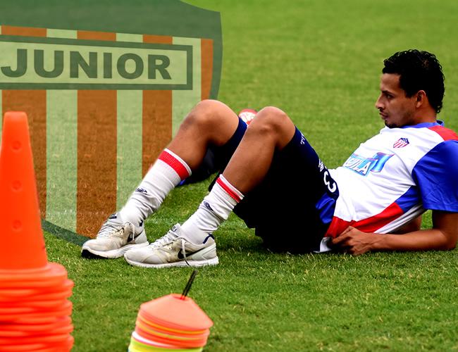 Así se le ve a Jaider Romero, quien asiste a los entrenamientos, pero no realiza ningún trabajo. | Fotos: Luis Felipe de La Hoz: ALDÍA