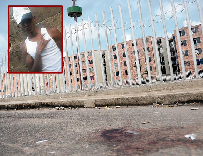 Jesús Manuel Cantillo Centeno fue baleado por la espalda en el parqueadero del conjunto, en el sitio estaba ayer la sangre seca. | Foto: AL DÍA