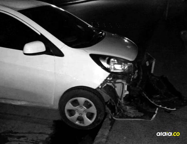 La joven herida se movilizaba en este carro marca Kia Picanto, de placa IES-375. Ella y el conductor fueron interceptados por dos delincuentes motorizados que intentaron atracarlos. | Al Día