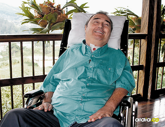 El profe Montoya, en una foto tomada en el 2015 en su finca ubicada en Manizales.   AL DÍA