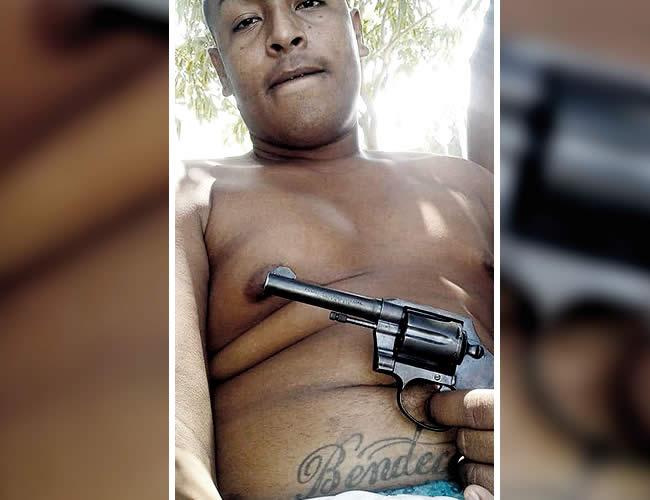 Luis Silva alardeaba con armas en su red social Facebook. La familia dice que eran de juguete: Facebook