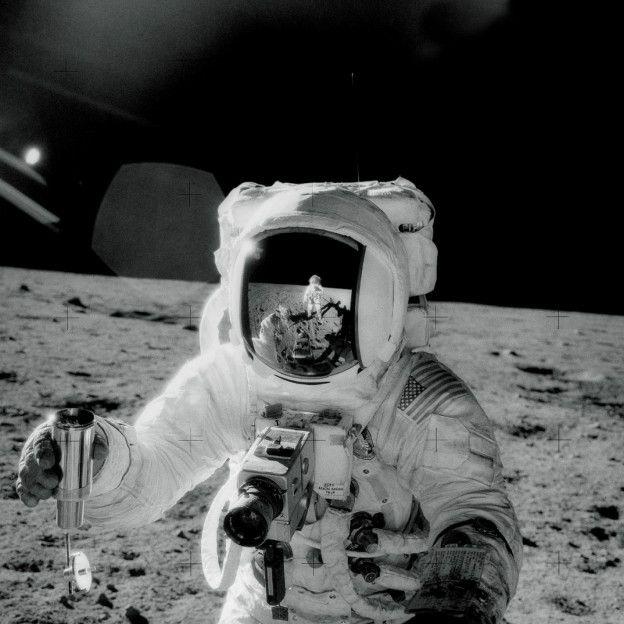 Neil Alden Armstrong fue el primer hombre en pisar la luna.