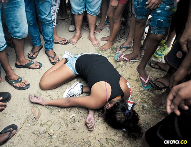 Vicky Paola Díaz Palma, de 25 años, asesinada en la calle 23 con carrera 13, barrio La Floresta, de Soledad, a un costado de la canalización del arroyo El Platanal.   AL DÍA