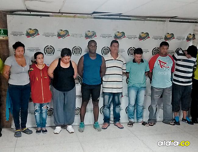Ocho de las personas capturadas durante el operativo contra la banda de microtraficantes. | AL DÍA