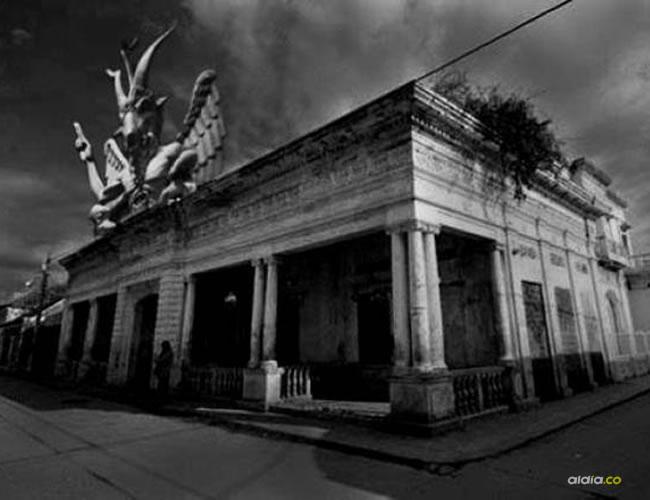 La casa del diablo está ubicada en la esquina de la antigua calle Valledupar con el callejón Bucaramanga, calle 15 carrera 13    Demis Pinedo
