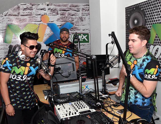 Daniel 'el travieso', Mr. Bravo y Dj André, son las voces que están detrás de los micrófonos entreteniendo a los oyentes de Mix. | Foto: ALDÍA.CO