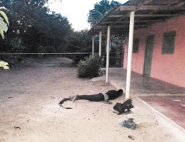 Uno de los presuntos guerrilleros que participó en el ataque a la estación de Policía en  La Vega resultó muerto tras la reacción de los uniformados.   Foto: Archivo