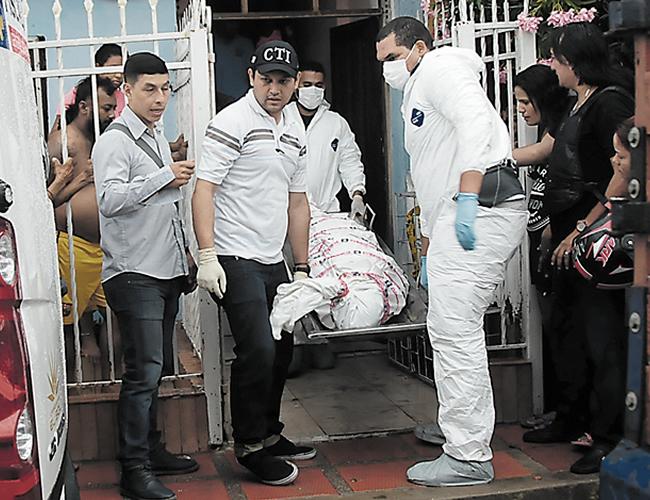 El levantamiento del cadáver de María Teresa Hernández Ferrer fue realizado por el Cuerpo Técnico de Investigaciones de la Fiscalía (CTI). | Foto: Archivo