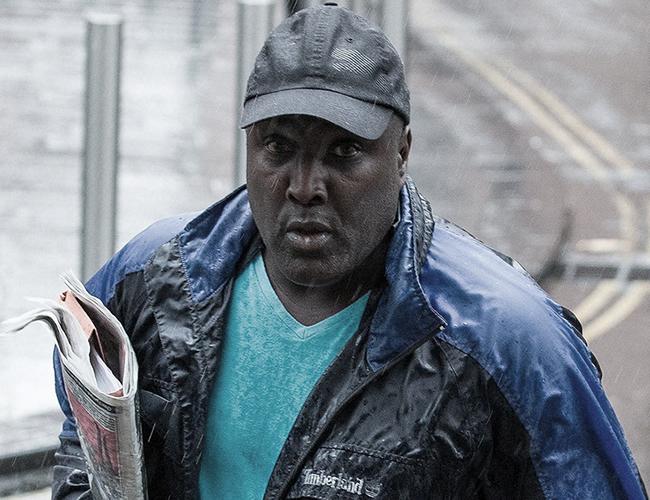 "Akinwale Arobieke mejor conocido como ""Purple Aki"", Aki el morado. | BBC"
