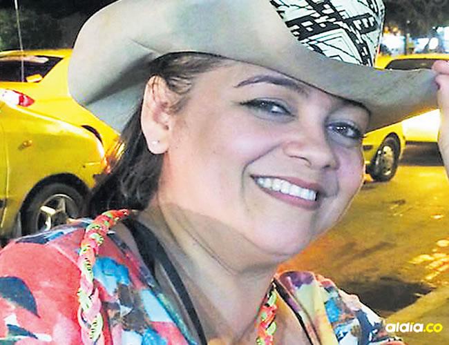 Agentes policiales inspeccionan el lugar donde fue asesinada Nerly Gutiérrez, el pasado viernes, en el barrio Los Girasoles   Al Día