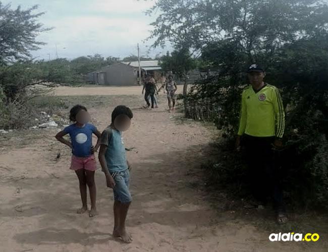 En este sitio donde se encuentran los niños y el adulto se presentó la tragedia con el camión que arrolló la niña | Cortesíal