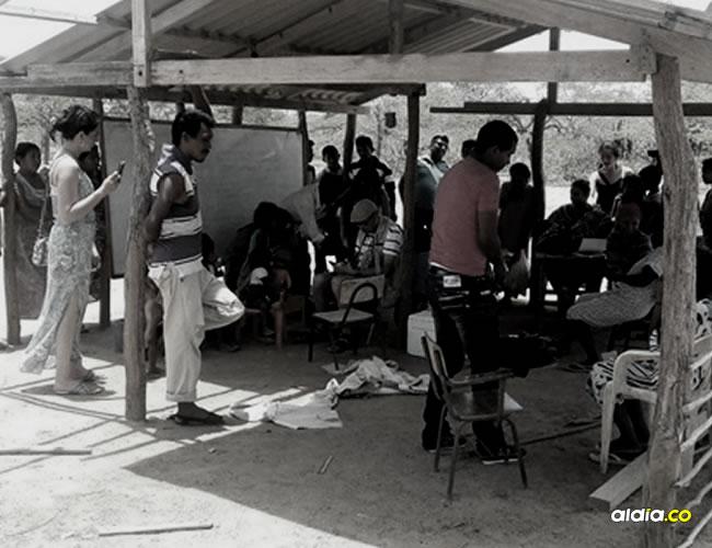 Los visitantes llegaron a varias rancherías de la zona de Manaure y en una de ellas encontraron la desagradable noticia de que estaban velando una niña | Cortesía Shipia Wayuu