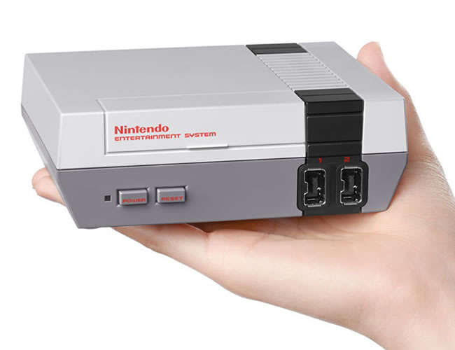 La nueva NES cabe en la palma de la mano, pero podremos jugar en nuestros televisores HD| | Foto: Nintendo
