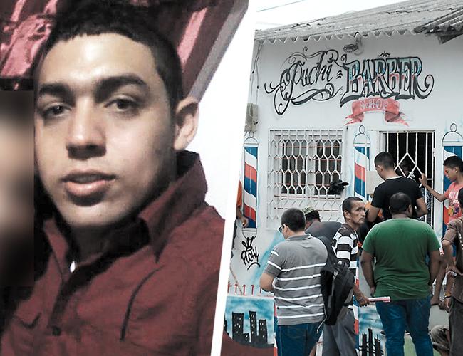 Marco Raad, de 22 años, quedó tendido en el piso de la peluquería con la capa puesta. El barbero estaba terminando de motilarlo cuando llegaron a matarlo. | AL DÍA