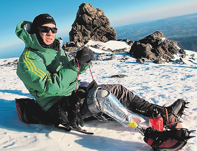 Nelson perdió media pierna derecha y quedó parapléjico luego de caer en un abismo de 20 metros. | Foto: Archivo