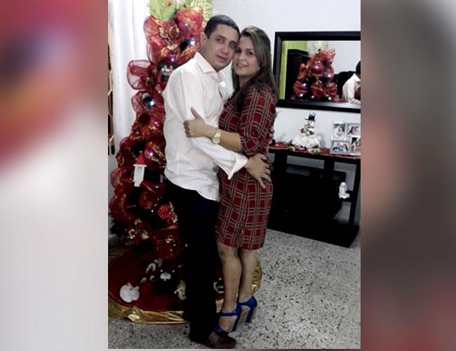 Eduardo Pinto Viloria y su esposa Dayana Jassir en una foto en la sala de la casa donde residían, en el barrio Cevillar | Foto: Facebook