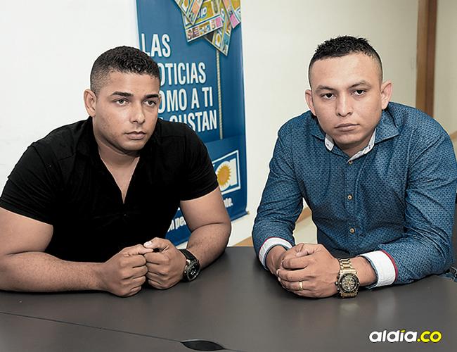 Los expatrulleros José Omar Hernández Castañeda (izquierda) y Fernando Elías Olivellla Contreras en su visita a AL DÍA.