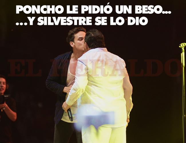Silvestre Dangond complació a Poncho Zuleta con un beso en la boca en medio del homenaje   Josefina Villarreal
