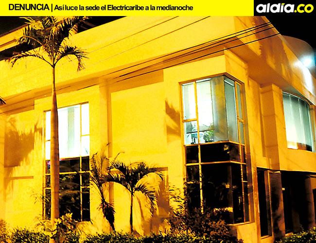 Sede de Electricaribe ubicada en la calle 77 con carrera 59B, debe ser una de la primeras  en dar ejemplo de ahorro de energía, pero viola la campaña | Foto: Jhony Olivares Rodríguez