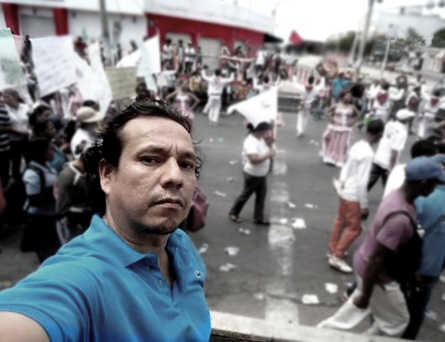 Rafael Motta ha conseguido con sus denuncias más de 45 mil seguidores en menos de dos años. Aquí, en una protesta en Barranquilla |  Facebook