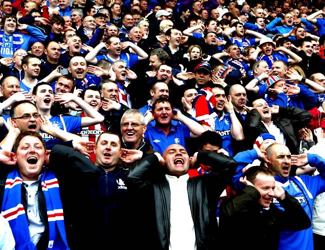 Los cánticos de sus hinchas llevaron esperanza de nuevo al The Rangers Football Club | Foto: Vice