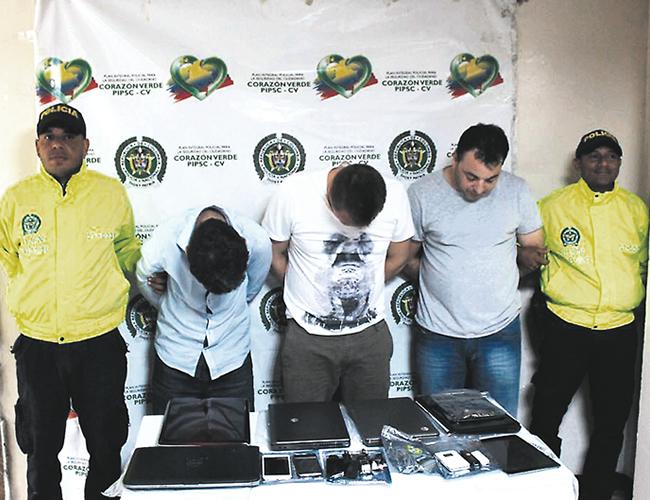 Claudiu Eduard Pino, de 35 años; Crety Sorin, de 45; y Gheorghe Florin Pintilie, de 38; son los rumanos detenidos acusados de cometer delitos informáticos.