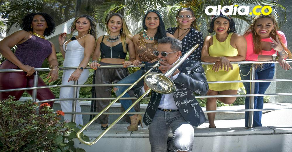 De izquierda a derecha: Fabiola Zúñiga, Rocio Consuegra, Paula Olarte, Pao Navas, Maye Guillot, Milena Antolines y Adriana Vasco, siete de las vocalistas de Colombianas Salsa All Star.