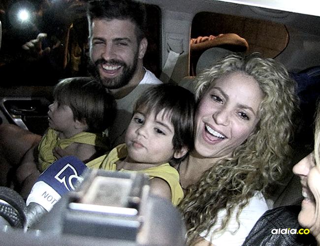 La cantante Shakira salió del antiguo aeropuerto de Barranquilla, acompañada de su pareja Gerard Piqué y sus hijos Milan y Sasha. | AL DÍA