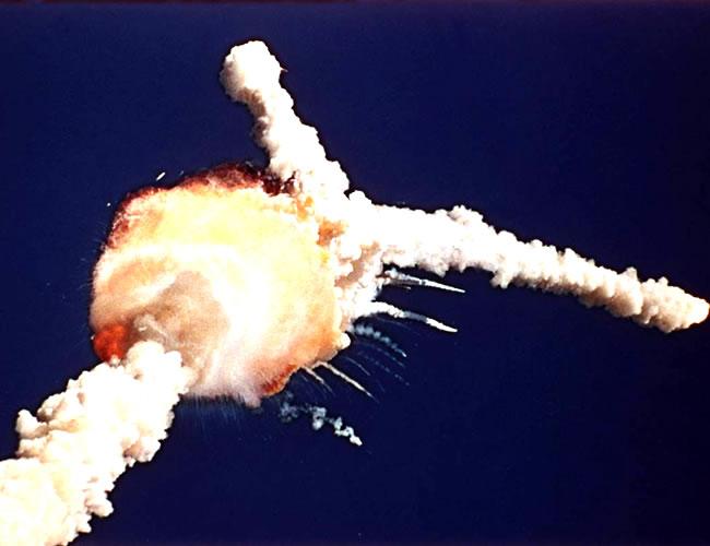 Momento de la explosión del transbordador espacial Challenger | Foto: intro2uao.com