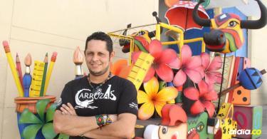 Rubiel Badillo Romero, cuenta con 18 años de experiencia como artesano dentro del Carnaval de Barranquilla.