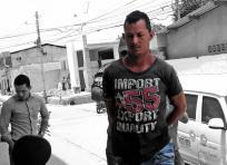 Julio César González Navarro cuando era conducido al Palacio de Justicia de Soledad por la Policía | ALDÍA