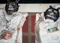 La Policía Nacional decomisó estos dos disfraces que probablemente podrían ser utilizados para cometer atracos. | AL DÍA