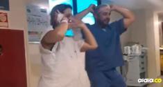Mujer embarazada bailando 'despacito' junto al doctor Fernando.