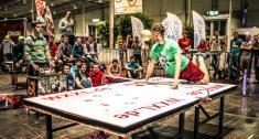 La ciudad alemana de Göttingen acogió recientemente el último campeonato de 'Headis', un deporte rarísimo. | Foto: Headis-Shop