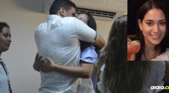 Entre abrazos, la médica Estafany García Sánchez demostró su alegría por la decisión.