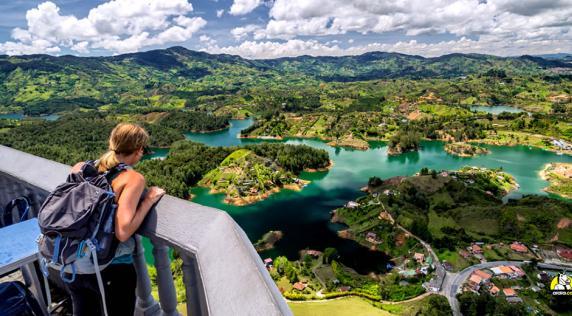 Una foto de Guatapé, Antioquia. Es muy probable que incluso siendo colombianos no hayamos visitado todos estos sitios, la invitación también es para nosotros. Hay mil lugares mágicos para descubrir. | ChasingAdventure