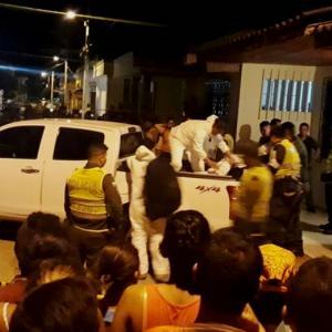 Las autoridades hicieron  la inspección de los cadáveres.    AL DÍA