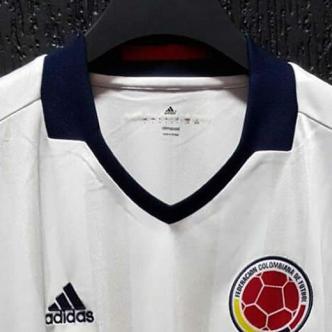 Llama la atención las franjas verticales que se distinguen en el pecho y la espalda. | FutbolRed