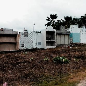 A los habitantes del corregimiento de Chochó, en Sincelejo, les preocupa que el cementerio ya está copado.   AL DÍA