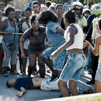 Frente al cadáver de López Pérez se agredieron a golpes dos mujeres. | Javier García Salcedo