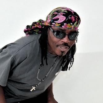Rémy Sahlomon, es uno de los cantantes más representativos de África   Foto: Leinad Pajaro