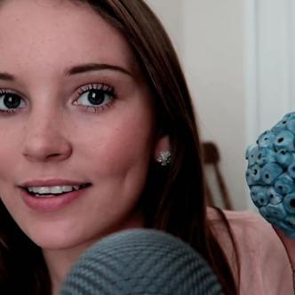 El canal ASMR Darling es uno de los más populares en YouTube | Captura de pantalla