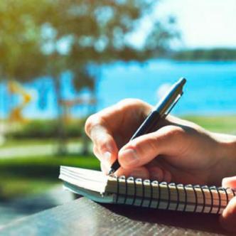 Estudiar en el extranjero permite a los estudiantes crecer académica y culturalmente.