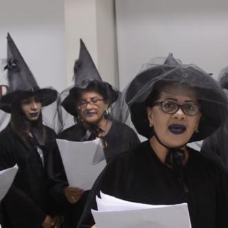Las 'brujas', en su mayoría son familiares y allegadas cercanas.