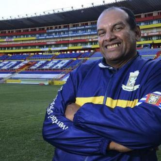 Luis Mora colgó los guantes en el 2003, ahora es entrenador de arqueros.