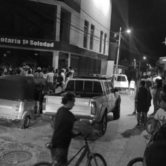 El revuelo comenzó tras la intriga de dos mototaxistas por la presencia de personas en la notaria.