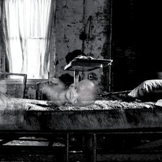 Las gemelas fueron abandonadas por su madre en los años 70 y arecen desde los 90. | Ilustración: Demis Pinedo