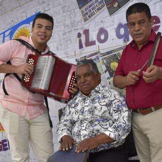 El acordeonero Juan Sajona acompañado del cajero José Luis Aragón y del antante y guacharaquero Toby Tovar.