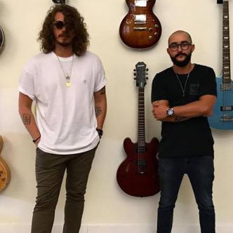 Miguel, Mono, Urina (izq.) y kike Vélez, son un dúo de música electrónica.